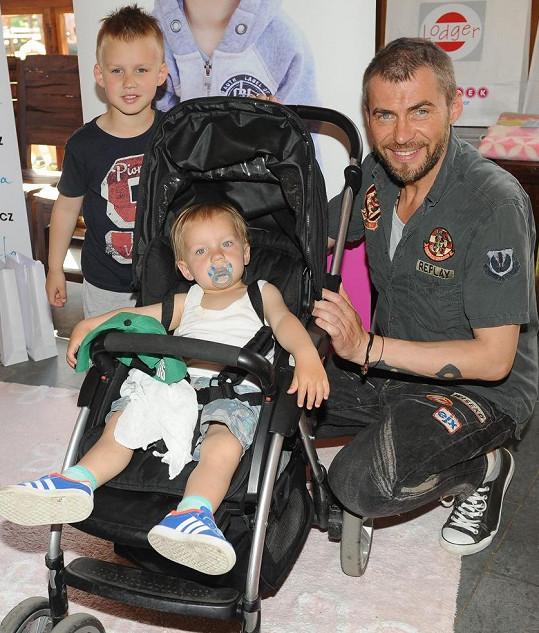 Bořek Slezáček se svými dvěma syny na akci Kočárkem Prahou