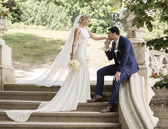 Svatba se konala na zámku Hluboká.