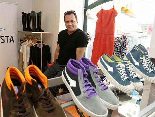 Madonnin bratr Christopher navrhuje pro českou značku boty.