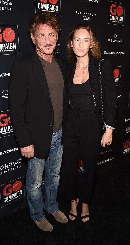 S kolegou Seanem Pennem má Robin dvě děti. Na snímku Penn s dcerou Dylan