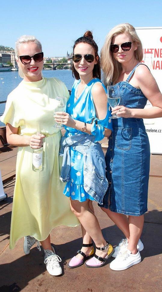 Na party na lodi holky promluvily o tvorbě pod vlivem a plánech na léto.