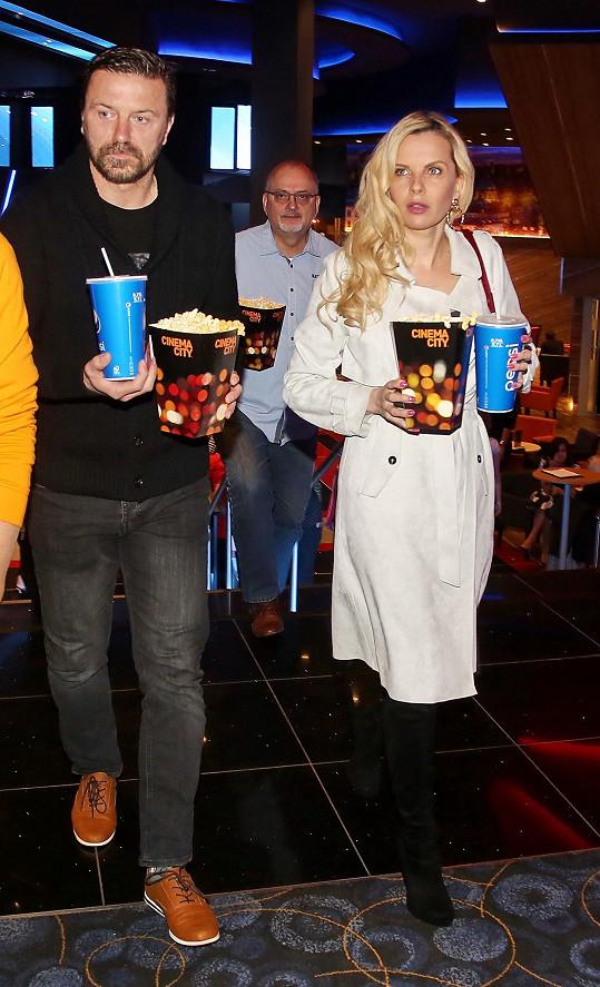 Tomáš Řepka s Kateřinou Kristelovou vyrazili nedávno po dlouhé době do kina. Štěstím ale bývalý fotbalový obránce rozhodně neoplýval.