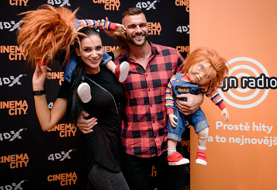 Na horor o panence Chucky vyrazila s partnerem Petrem Plačkem.