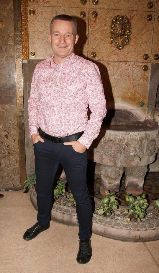 Bavič přišel podpořit mladého režiséra a herce Tadeáše Říhu, který natočil svůj filmový debut (NE)VĚŘ MI!.