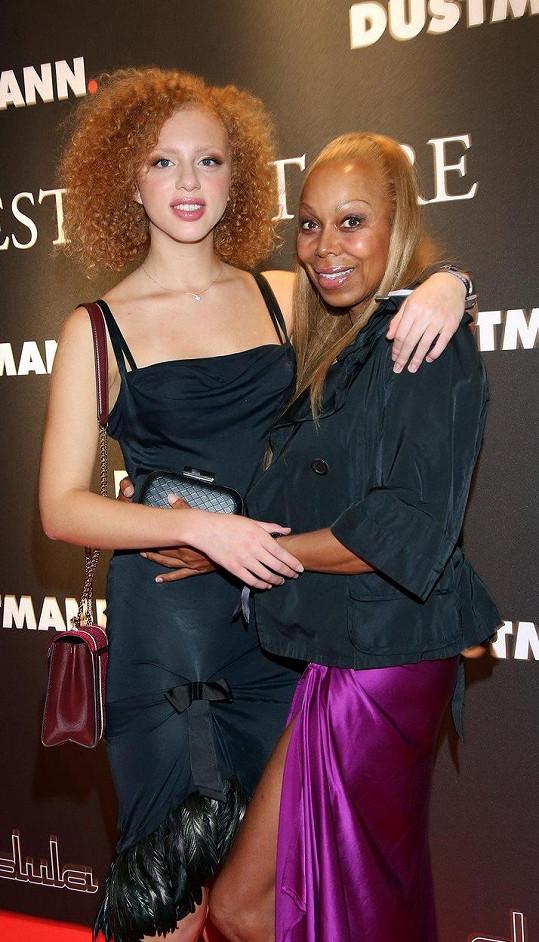 S matkou Angelou Jermakovovou, která se modelingu také věnovala.
