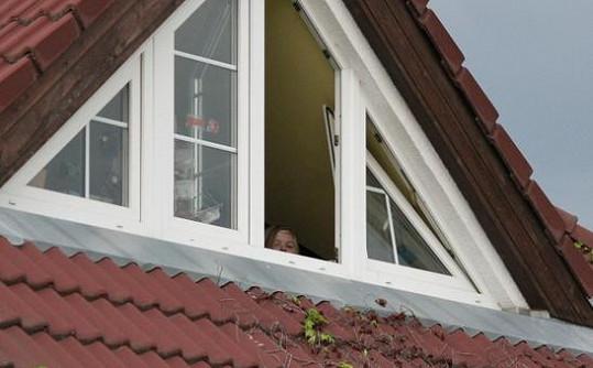 Artur Štaidl se po odchodu chůvy přesunul do svého pokojíku a z okna pozoroval své okolí.