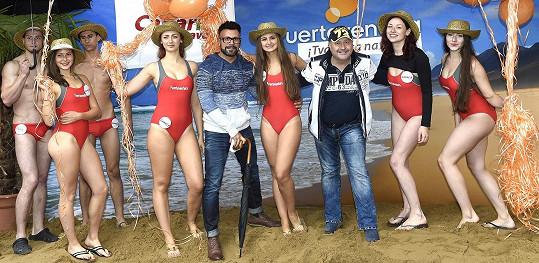 S Osmanym Laffitou na pláži, která vznikla na pražské Kampě.