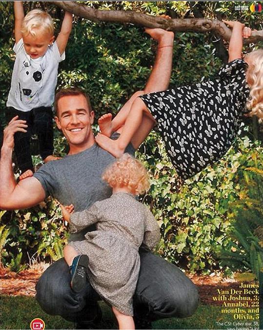 Herec s fanoušky často sdílí fotky se svými dětmi.