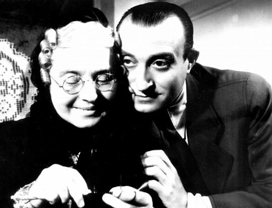 Zdenka Baldová jako teta Pa v komedii Eva tropí hlouposti (1939).