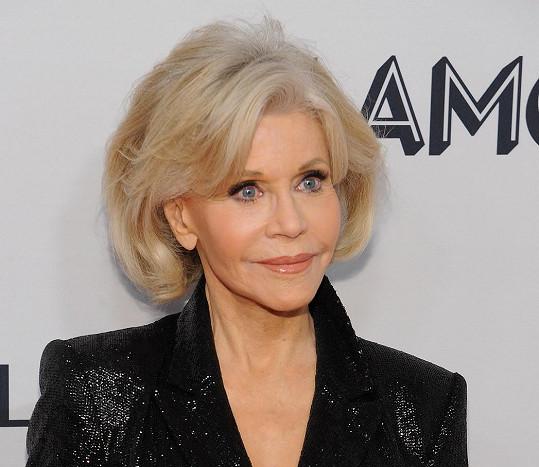 Donedávna si herečka ještě barvila vlasy na blond.