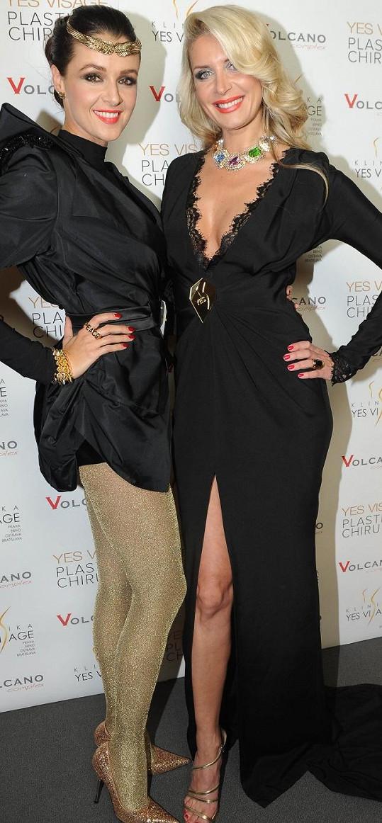 Petra s kolegyní Ivou Kubelkovou soutěžily o titul Miss v roce 1996.