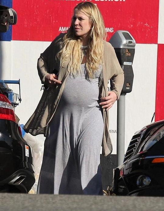 Bedingfield krátce před porodem syna