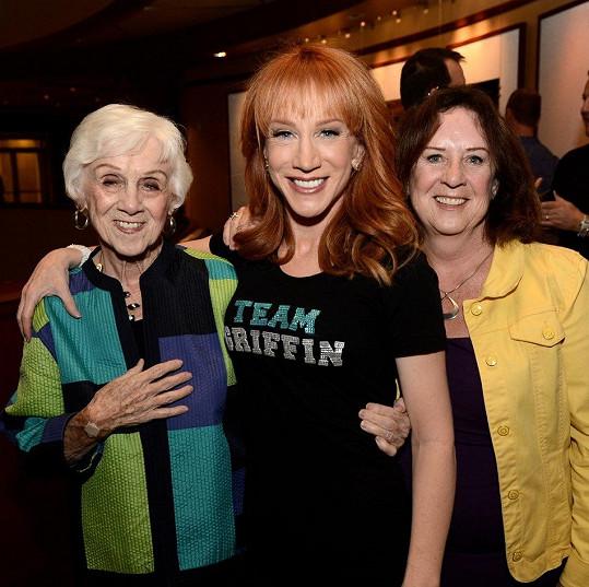 Komička s maminkou a sestrou v roce 2013