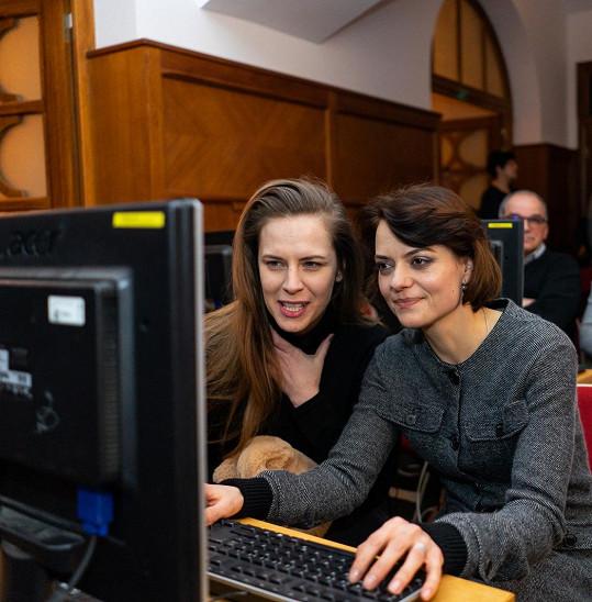 Mezi premiérovými kurzisty byly i herečky Petra Nesvačilová a Jana Stryková.