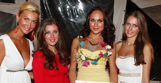 První tři dívky s Mesarošovou