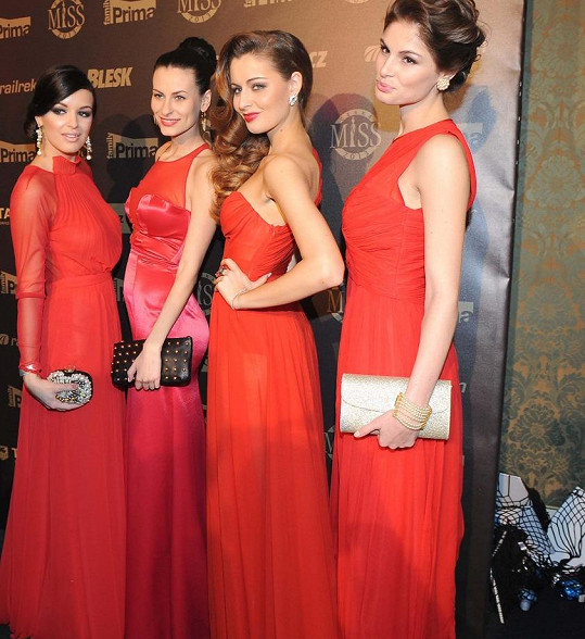 Nejčastější barva šatů na České Miss 2013? No přece červená!
