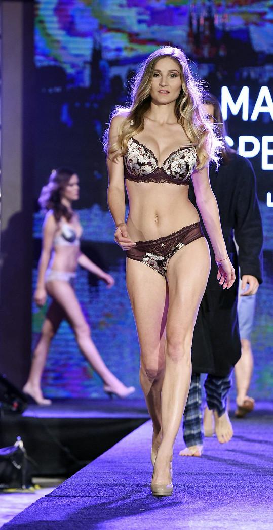Kráska se v roce 2007 zúčastnila finálového boje soutěže krásy Miss ČR. Mateřství jí prospělo.