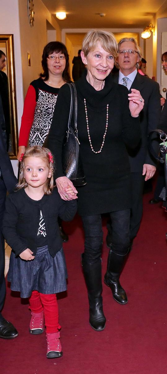Daniela Kolářová s vnučkou