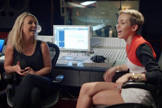 Britney a Miley jsou na tom podobně.