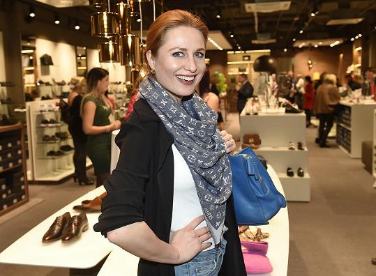 Modelka na otevření nové prodejny bot