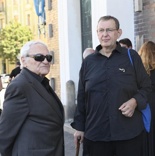 Poslední sbohem přišli dát Jiří Hromada a Antonín Hardt (vlevo)