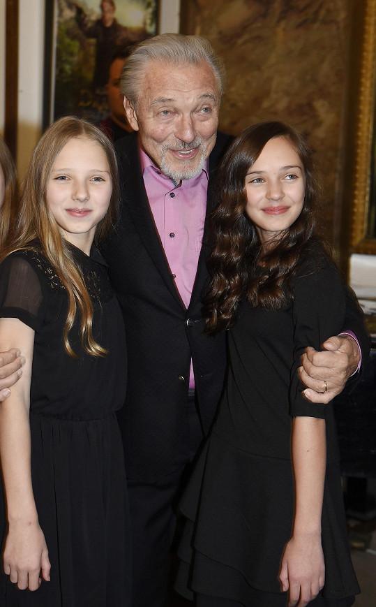 A tady s dcerami Nelly (vlevo) a Charlotte