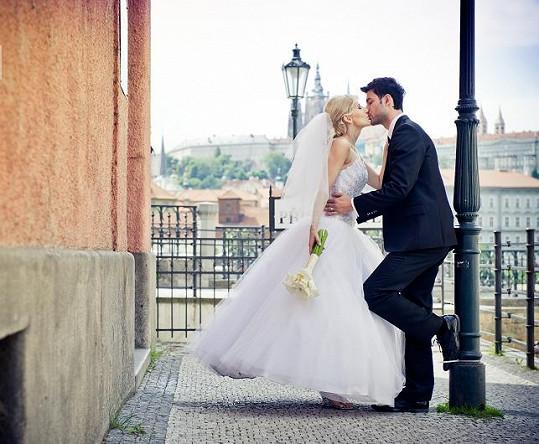 Svatbu si stihl pár sám zorganizovat za čtyři měsíce.