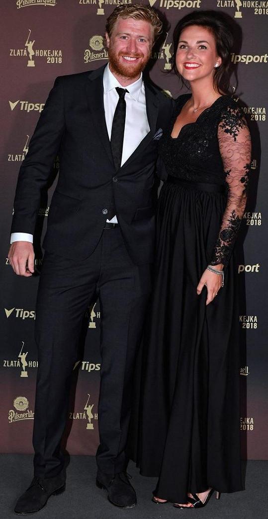 Jakub Voráček s přítelkyní Markétou na udílení cen Zlatá hokejka