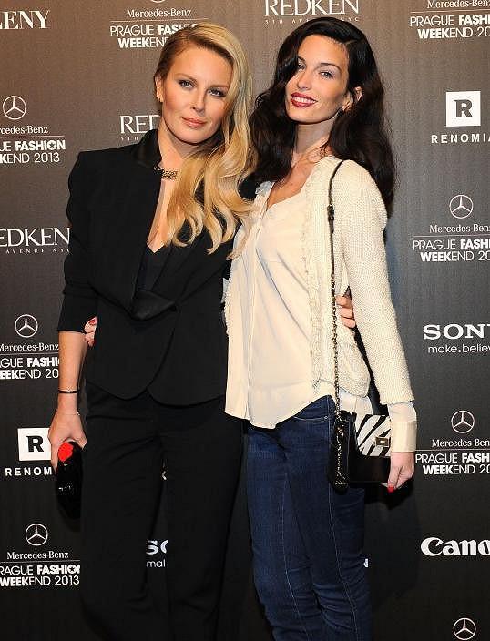 Simona Krainová a Viera Schottertová na Prague Fashion Weekendu.