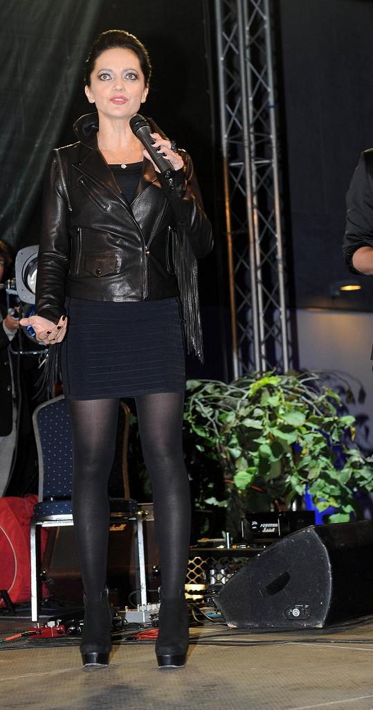 Lucie zpívala na párty zkrášlovací kliniky.