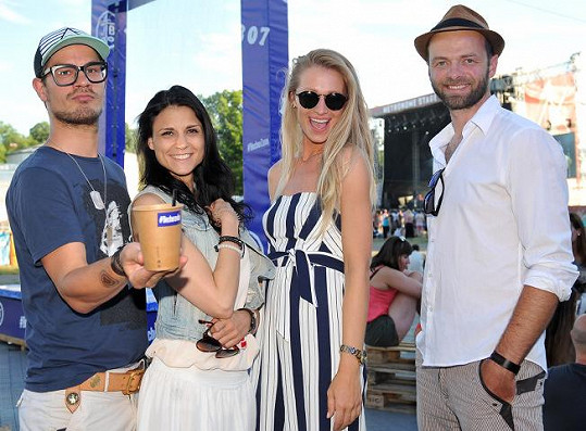 Kromě Davida do baru na festivalu Metronom dorazila Lilian Sarah Fisherová, Veronika Kašáková, nebo třeba Lukáš Langmajer.