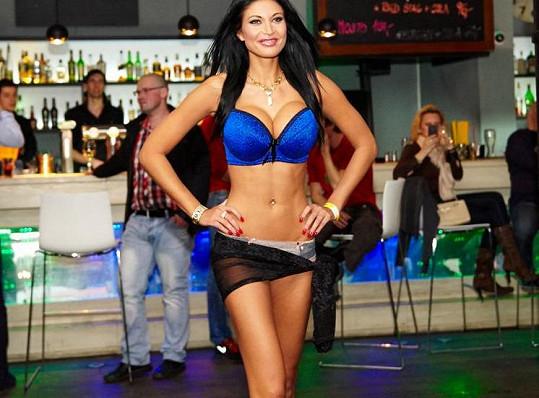 Julie Zugarová má prsa velikosti 65 J.