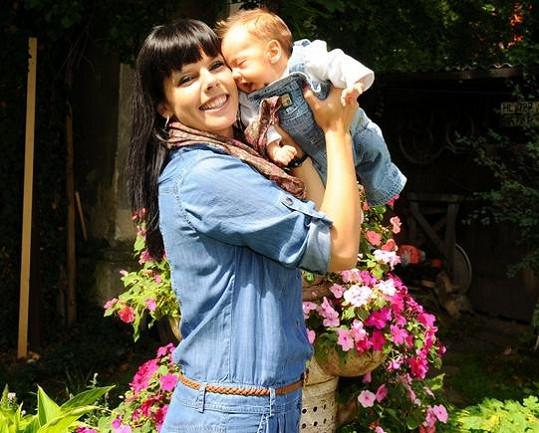 Marcela Skřivánková se synem na archivní fotce