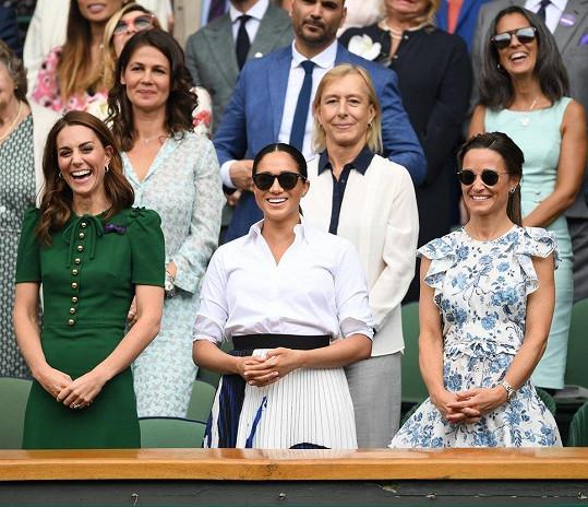Vévodkyně Kate a Meghan a sestra Kate Pippa na Wimbledonu. Ženské finále ve dvouhře si nenachala ujít ani Martina Navrátilová s manželkou Juliou (vlevo).
