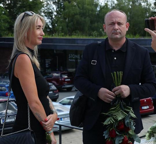 Poslední sbohem přišel dát i pořadatel Muže roku David Novotný. Na snímku s Dominikou Mesarošovou.