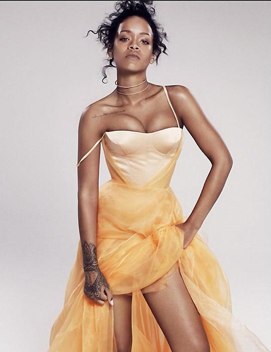 Rihanna je prý zamilovaná do Lewise Hamiltona.