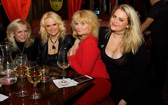 Hana Krampolová, Monika Štiková, Saša Hejlová a Charlotte Štiková