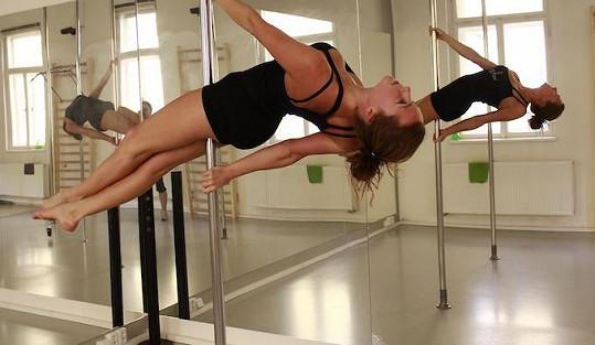 Tyhle obraty by jí mohly závidět i profesionální tanečnice z nočních klubů.
