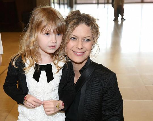 Kateřina Stočesová má krásnou holčičku.
