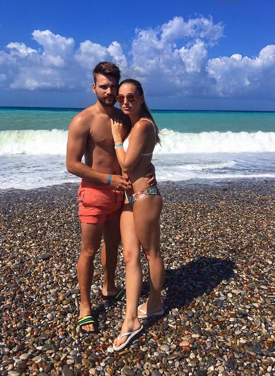 Karolína se svým pohledným přítelem letos strávila dovolenou v Turecku. Teď si společně užívají krásný český podzim.