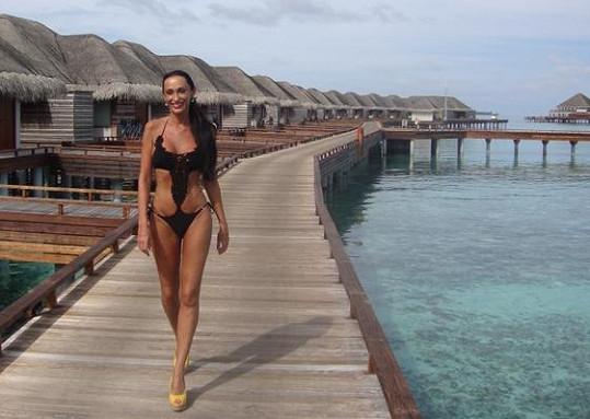 Podle zpěvačky na Maledivách totálně chybí otravný hmyz.
