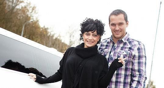 Zpěvačka se projela v limuzíně a prozradila, proč se nechce vdávat.