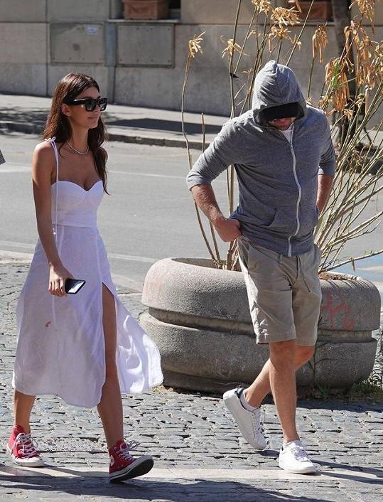 Camila, Leo a jeho maskovací manévry...