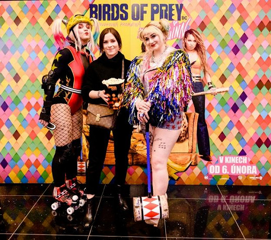 Mariana s dívkami v kostýmu komiksové chuligánky Harley Quinn.