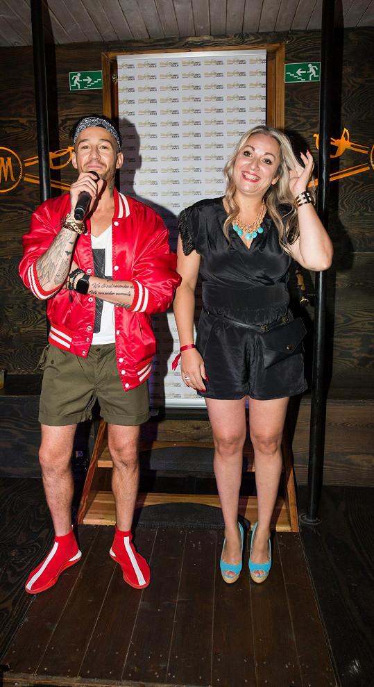 Spolu s ním si na párty i zazpívala.