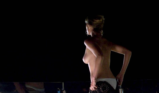 Nora Arnedezer v seriálu Riviera