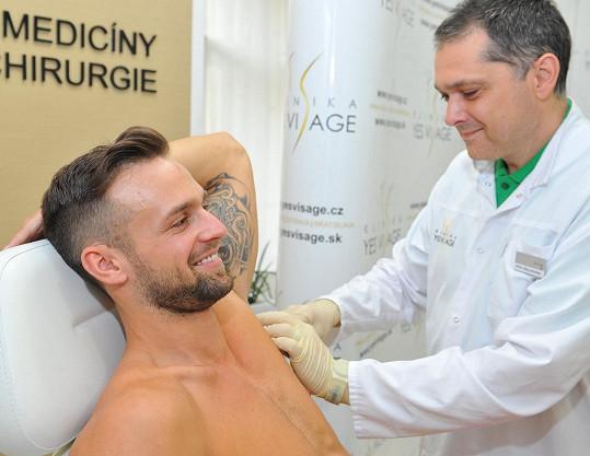 Loňský Muž roku Jakub Kraus na botoxu