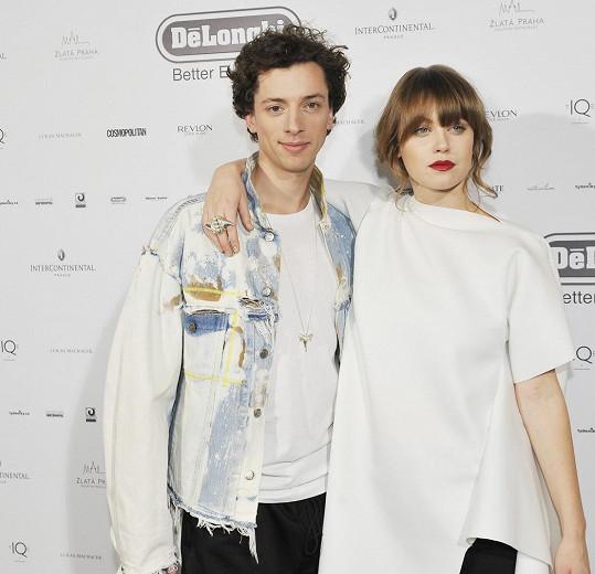 Galavečer uváděl Cina v tandemu s kamarádkou Jenovéfou Bokovou.
