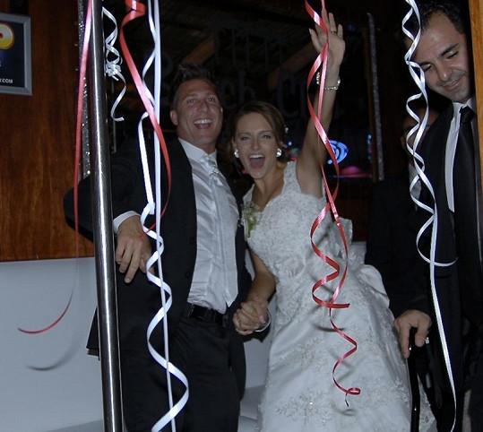 Novomanželé na párty