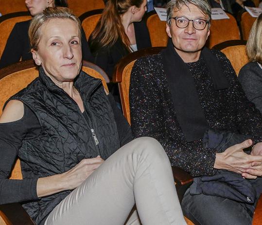 Režisér Jan Svěrák s manželkou Evou na premiéře nového filmu Woodyho Allena Kolo zázraků